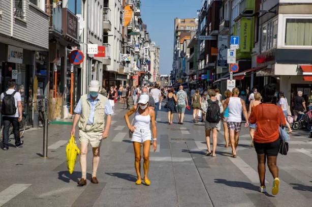 Plus question de se promener torse nu dans les rues de Blankenberge.