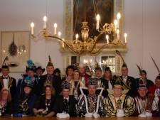 Eindelijk weer hossen op Deventer carnavalsavond, maar zoenen kan de nieuwe Stadsprins wel vergeten