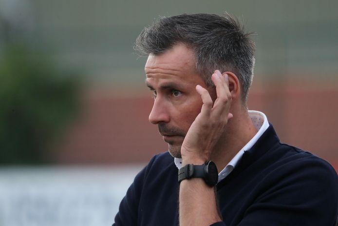 SV Oostkamp-coach Kurt Delaere mocht voor het eerst in zeven maand opnieuw zijn (bijna) voltallige spelersgroep verwelkomen op een groepstraining.