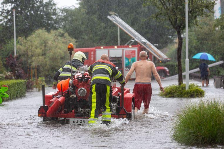 Wateroverlast in het Friese Woudsend. Beeld ANP