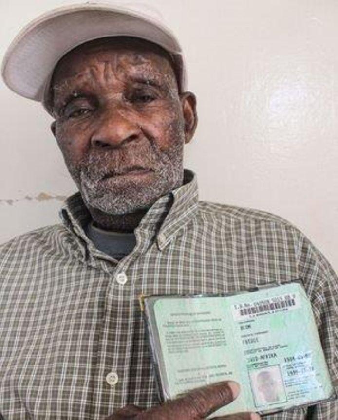 Fredie Blom is met 114 jaar de oudste man ter wereld. Hij woon in Delft, in Zuid-Afrika.