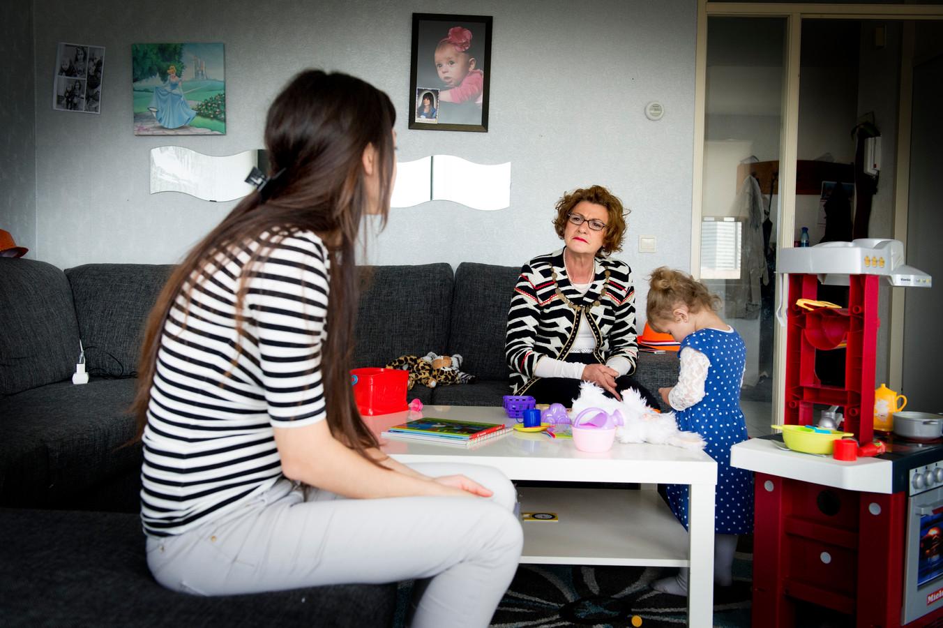 Gezinscoach Rian Peeters begeleidt een gezin in Rotterdam. Foto ter illustratie.