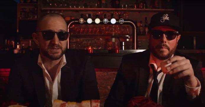 """iRRi & Hugo in de videoclip van 'Laat Ou gaan'. """"Het nummer is geschreven vóór corona, en het vat vandaag perfect samen wat we allemaal missen."""""""