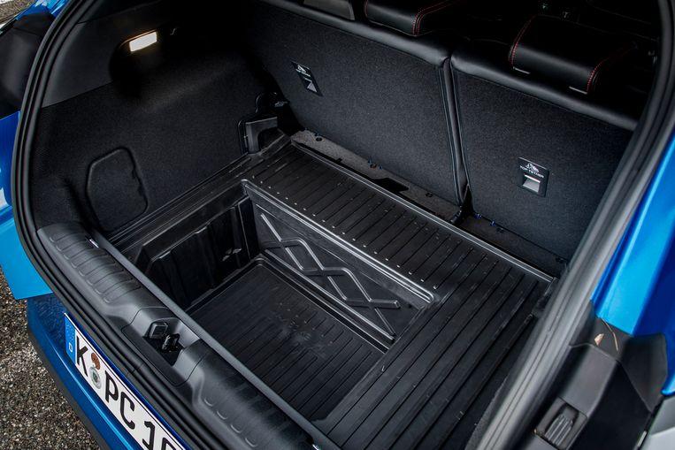 Een van de verkoopargumenten van de Puma: de bagageruimte. Beslist handig: voorzien van een 'kelder' met waterafvoer. Beeld