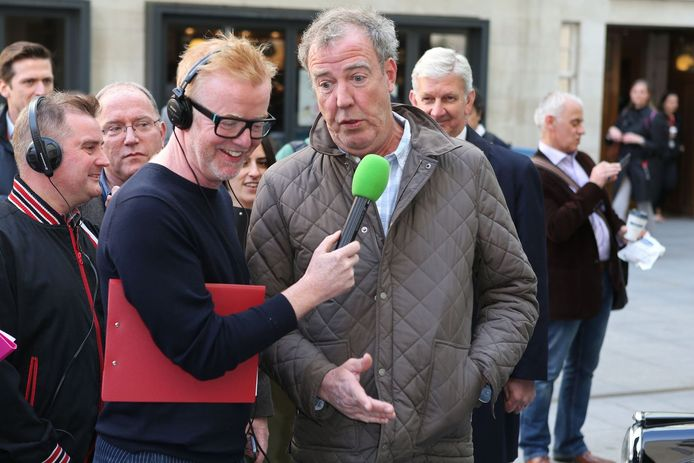 Chris Evans interviewt Jeremy Clarkson (rechts).