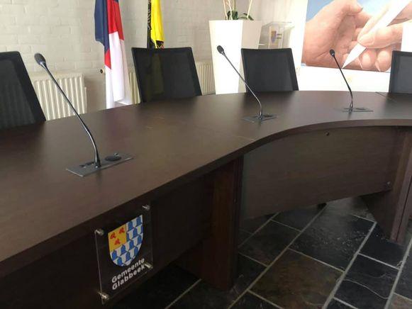 De gemeenteraad is voorzien van microfoons