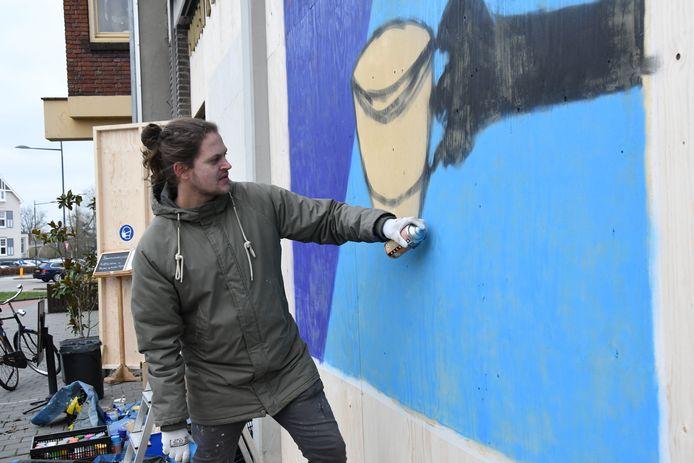 Mede-initiatiefnemer en visual artiest Frank Willems aan de slag bij café-restaurant Pompen & Verlouw