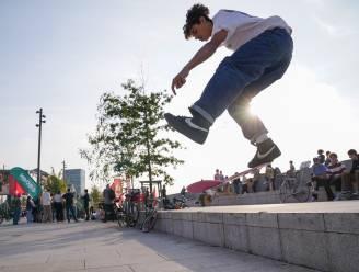 """Skaters protesteren massaal tegen skateverbod Scheldekaaien: """"Skaten kómt van de straat en hoort op de straat, niet in een park"""""""