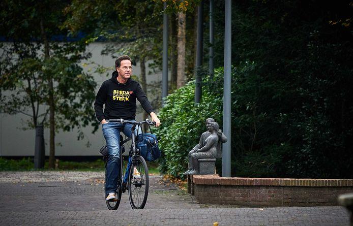 Premier Rutte komt zondag aan bij het Catshuis voor corona-overleg.