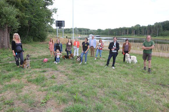 De stad Halle werkt samen met Pro Natura en Dierenplezier Zennevallei om het hondenlosloopbos mogelijk te maken in Lembeek.