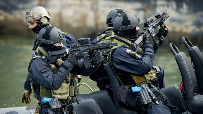 Leden van de Netherlands Maritime Special Operations Force (NLMARSOF) van het Korps Mariniers.