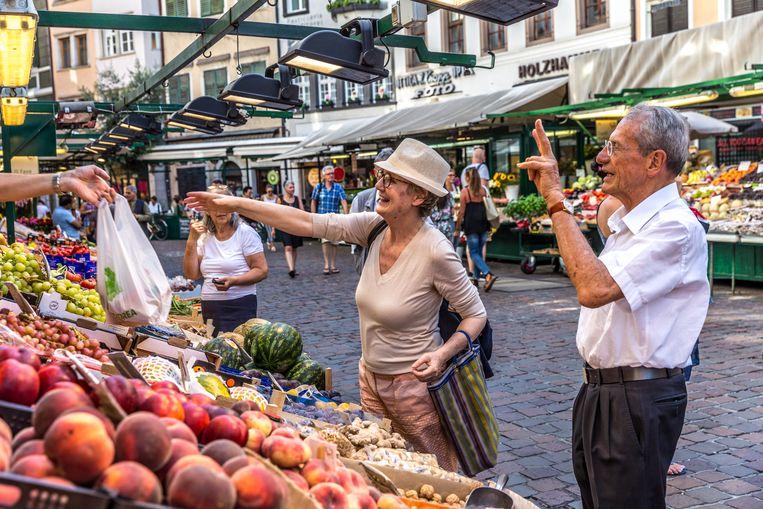 De markt op de Obstplatz in Bolzano. Beeld Noël van Bemmel