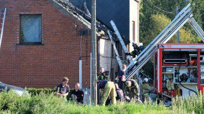 Drie personen afgevoerd na woningbrand, buren proberen te blussen met tuinslang