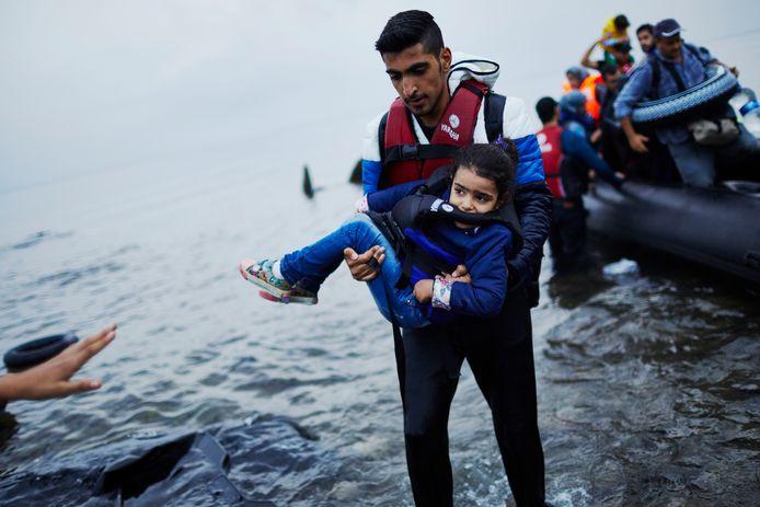 Een grote meerderheid van de Nederlanders verwelkomt vluchtelingen die door oorlog of vervolging hun land moesten verlaten.