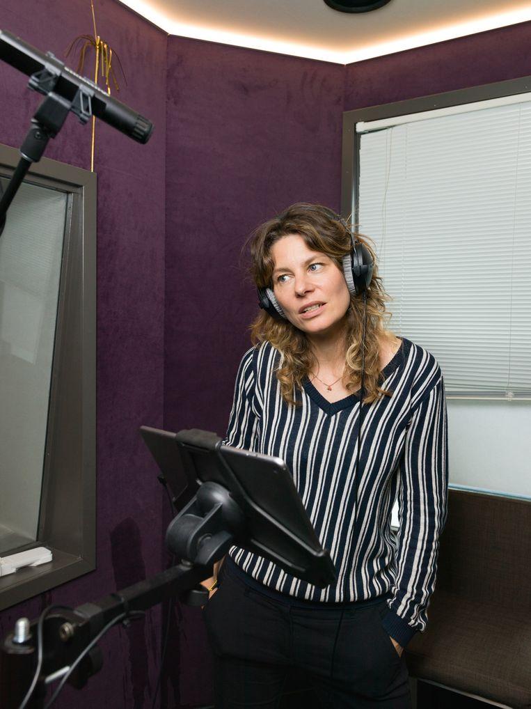 Rifka Lodeizen spreekt haar eigen rol in Netflix-serie Ares opnieuw in in het Engels.  Beeld null