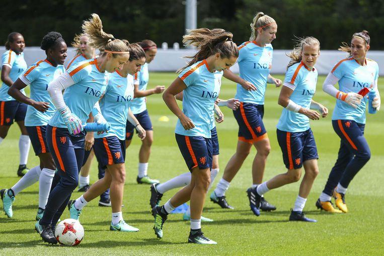 De Nederlandse internationals op de uitlooptraining na de 2-0 zege op Zweden in de kwartfinale. Donderdag wacht de halve finale tegen Engeland. Beeld ANP