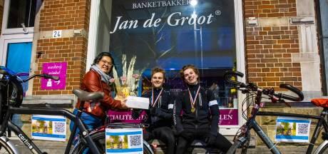 Diabetespatiënten fietsen van Friesland naar bakermat Bossche bol: 'Daarin zit minste suiker'