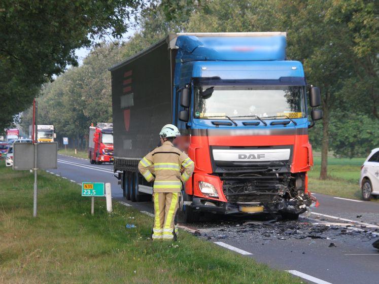 Man overlijdt op N35 na frontale botsing op vrachtauto