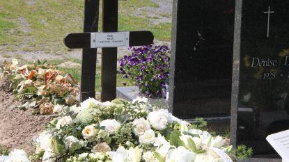 Bisschop tuimelt in open grafkelder na begrafenis in Kuurne