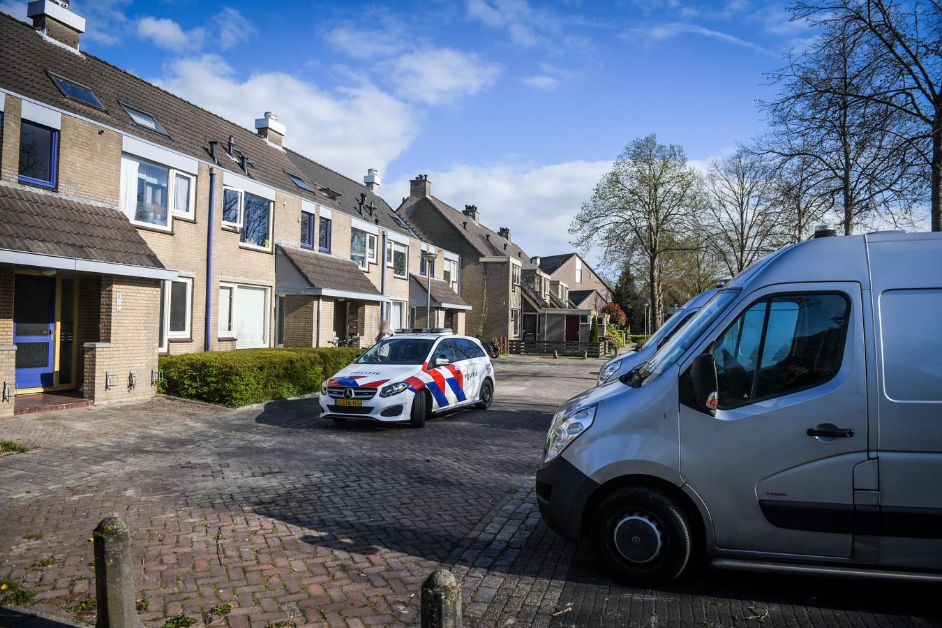 Aan De Halve Roe in Nieuwkoop is een overleden persoon gevonden in een woning.