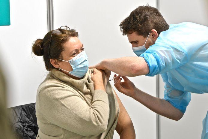 Al 35 procent van het personeel in de algemene Brusselse ziekenhuizen is gevaccineerd.