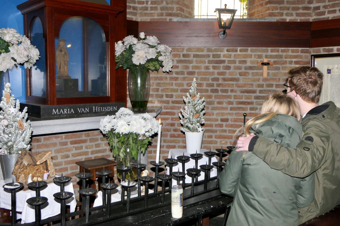 Bezoekers van de Mariakapel in Heusden.