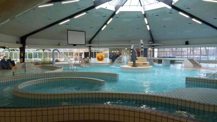 Den Hommel Zwembad.Opnieuw Gesprek Over Weren Pubers Tijdens Gezinszwemmen In