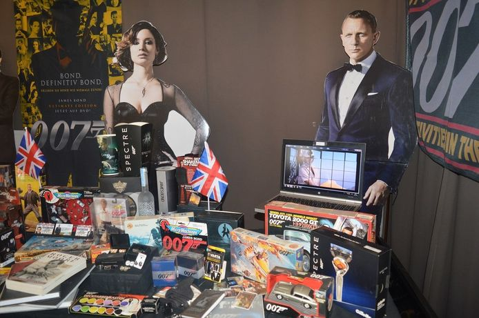 Het huis van Frank Vandenbusche lijkt wel een 'James Bond'-museum.