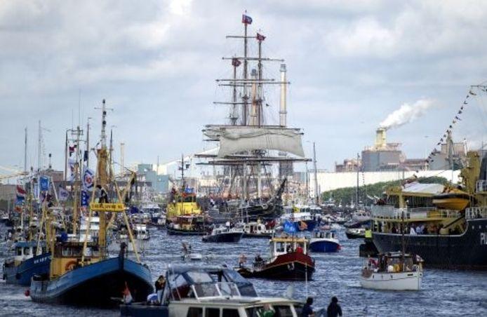 De Sail-In Parade wordt aangevoerd door de Clipper Stad Amsterdam. ANP