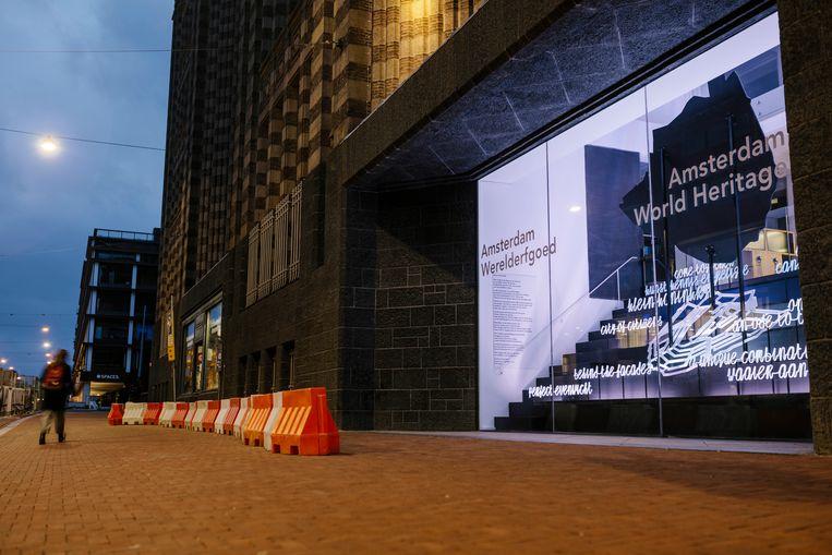 De etalage met poëtische lichtkunst van het nieuwe bezoekerscentrum. Beeld Marc Driessen