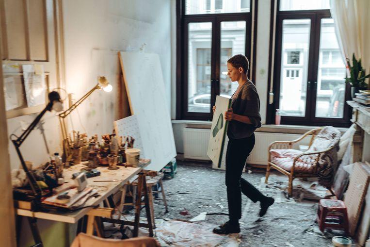 Charline Tyberghein: 'Ik heb het ook gedaan: voor een leeg canvas gaan staan en gewoon beginnen. Maar de uitkomst was steevast totale chaos. Verschrikkelijk.' Beeld Thomas Sweertvaegher