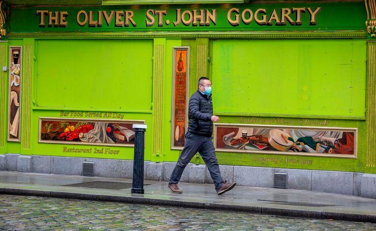 Ook in Ierland gaat onder meer de horeca dicht, en dat minstens zes weken. Beeld AFP
