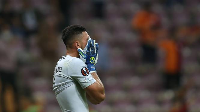 Kolderiek moment in Europa League: Lazio-keeper gaat gruwelijk in de fout