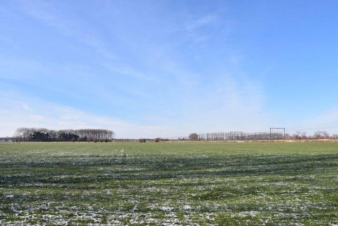 De plek waar De Zesling moest komen: op de grens van Oostkamp en Beernem.