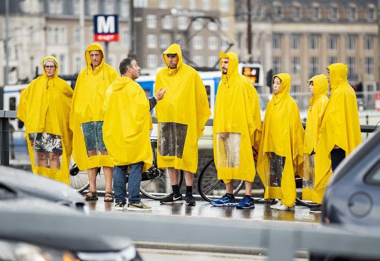 Een groep toeristen in Amsterdam. Beeld ANP