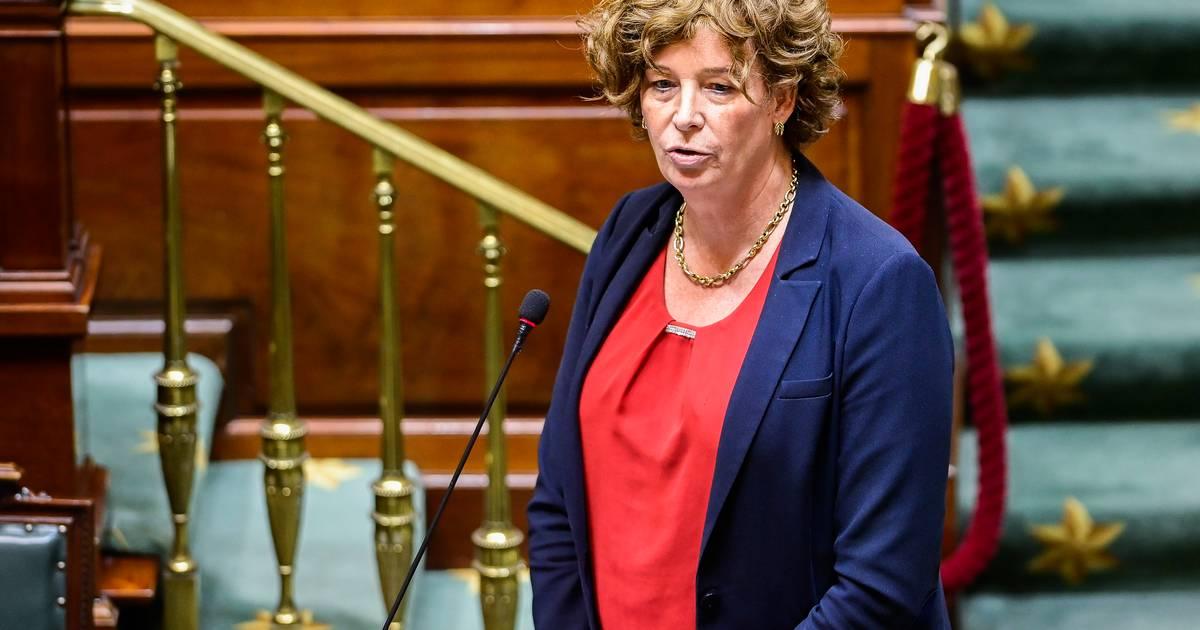 Plusieurs pays suspendent le vaccin AstraZeneca, aucune dose du lot suspect en Belgique - 7sur7