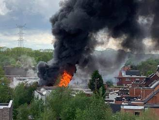 Uitslaande brand in verlaten loods blijkt kwajongensstreek, 14-jarige verdachten geven zichzelf aan