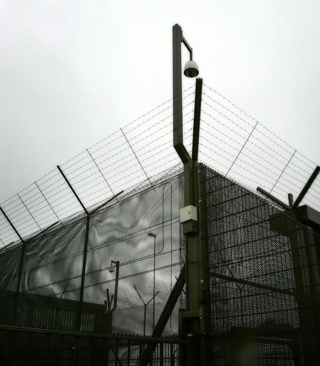 Tbs'er knipt gat in hek en ontsnapt uit Pompekliniek Nijmegen