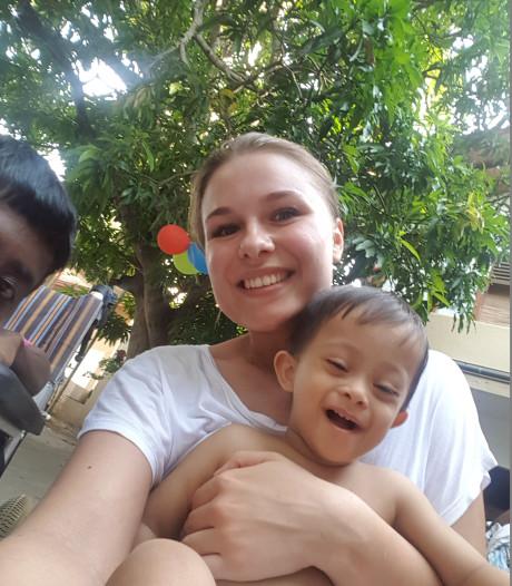 Middelburgse Anouk (23) moet  stoppen met vrijwilligerswerk na aanslagen in Sri Lanka
