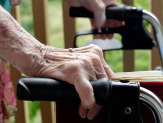 Dievegges bieden bejaarde dames met rollator hulp aan, maar stelen portefeuille