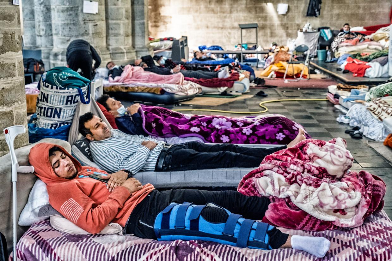 Mensen zonder papieren in de Begijnhofkerk zijn sinds 25 mei in hongerstaking. Beeld Tim Dirven