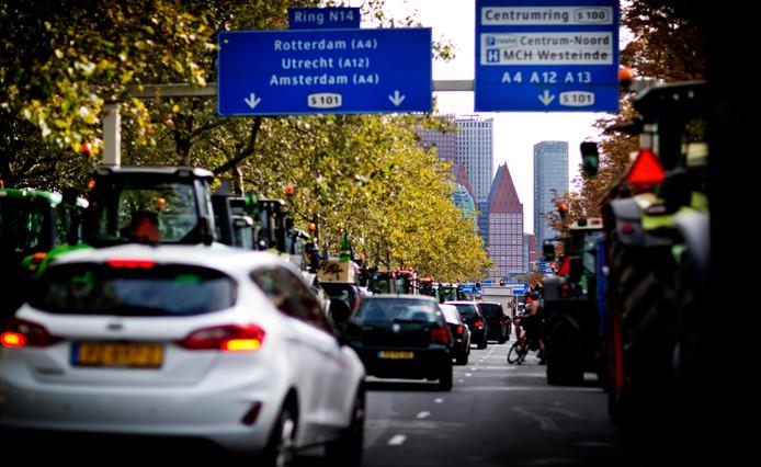 Het boerenprotest zorgde dinsdag voor een verkeerschaos in en rond Den Haag. Zowel de ochtend- als de avondspits was enorm druk.