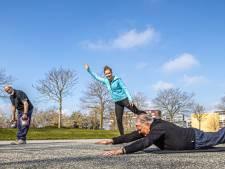 Zodra lentezon knipoogt bewegen Zwolse senioren buiten: 'We proberen het onvermijdelijke uit te stellen'