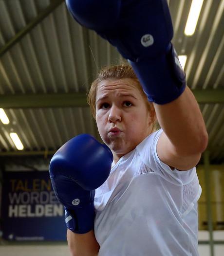 'Ukkepukkie' Chelsey Heijnen pakt zilver op Box Cup in Eindhoven