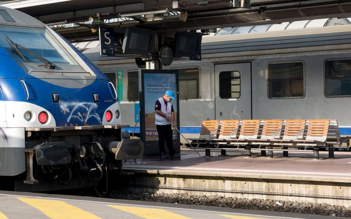 Illustratiefoto: een onderhoudsmedewerker in het station Saint-Charles in Marseille.
