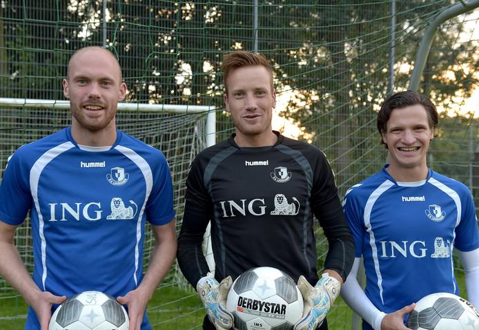 Loosduinen-keeper Pieter Blanken (midden) had weinig te doen doen tegen VCS.