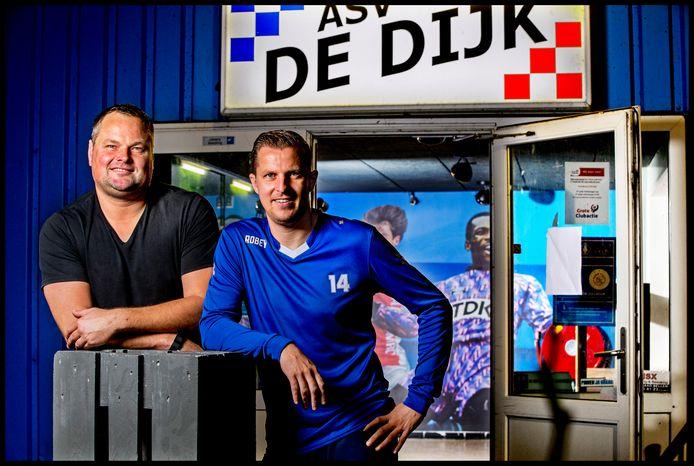 Oud-Ajacied Jeroen Verhoeven (links) en Jack Tuyp.