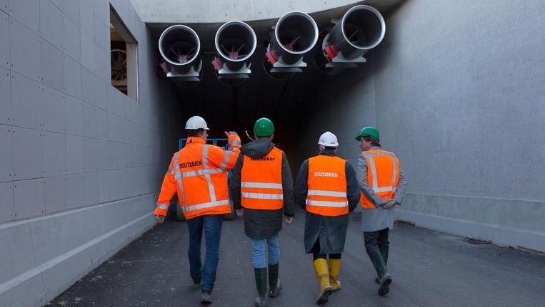 De tunnel is af, inclusief enorme ventilatoren. Alleen details als belijning en borden ontbreken nog. Beeld Elmer van der Marel