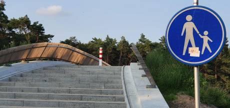 Fietsers klagen over voetgangersviaduct aan Bosweg in Riethoven