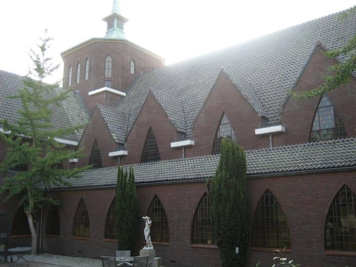 De binnentuin met de kapel van het Centrum voor Psychisch Herstel op Coudewater in Rosmalen.